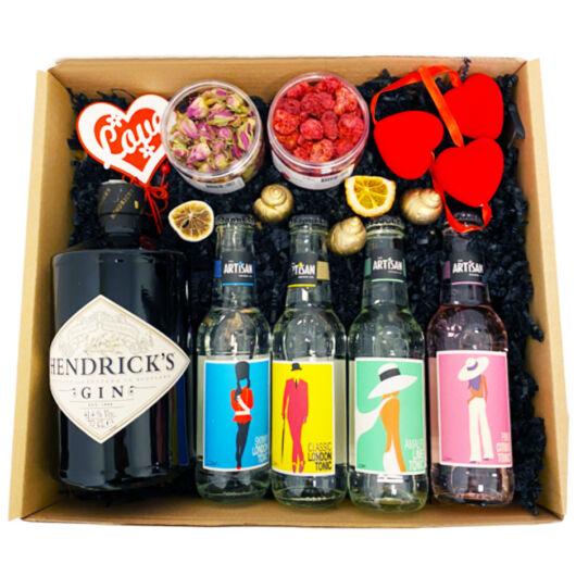 Exkluzív Nőnapi Hendricks Gin Tonik szett Dobozban Hendricks perzsarózsás gömbbel