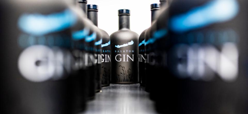 feher_peter_interju_balaton_gin