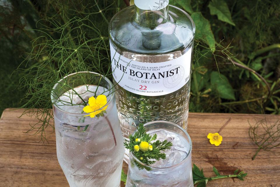 Metzger_Lacko_bartender_the_botanist_hendricks